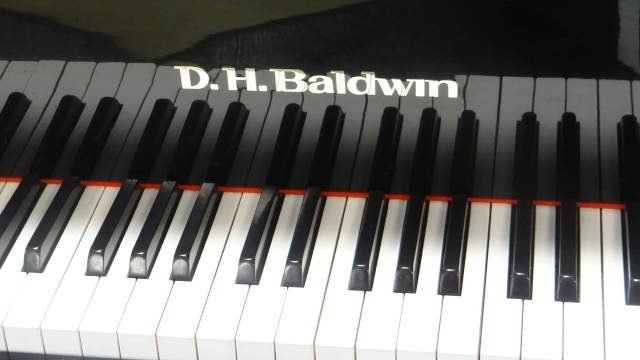 Item #15995 <br><font color=black><b>BALDWIN</b></font> 5'0″ Grand Piano Beautiful Polished Ebony