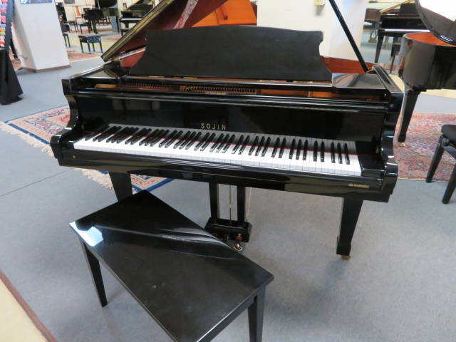 "16100-<br><font color=""black""><b>5'0″ GRAND PIANO </b></font> Beautiful Polished Ebony"
