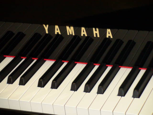 "13991 <br><font color=""black""><b>YAMAHA</b></font> 5'3″ Grand Piano Beautiful Polished Ebony Excellent! <br><font color=""red""><b>SOLD – INDIAN HILL, OH</b></font>"