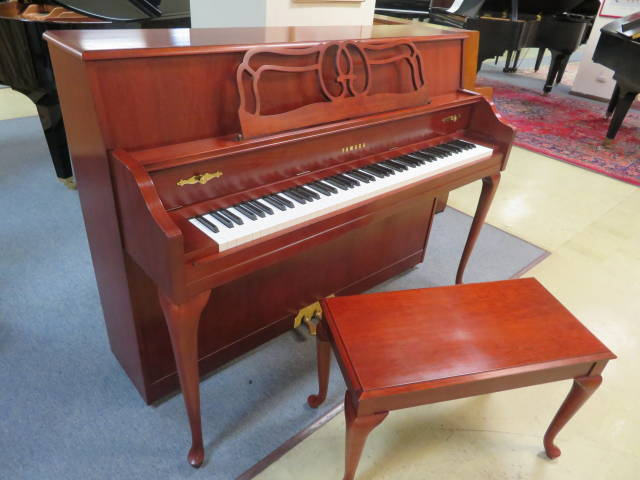 "15927-<br><font color=""black""><b>YAMAHA</b></font> 44″ Upright Piano Beautiful Queen Anne Dark Cherry"