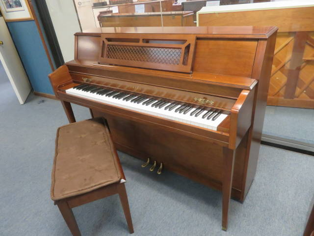 "29355-<br><font color=""black""><b>YAMAHA</b></font>44″ Upright Piano Beautiful Satin Walnut"