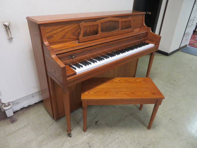 "29356 <br><font color=""black""><b>CONN</b></font> 43″ Upright Piano Made by Kimball in the U.S.A. Gorgeous Satin Oak Case"