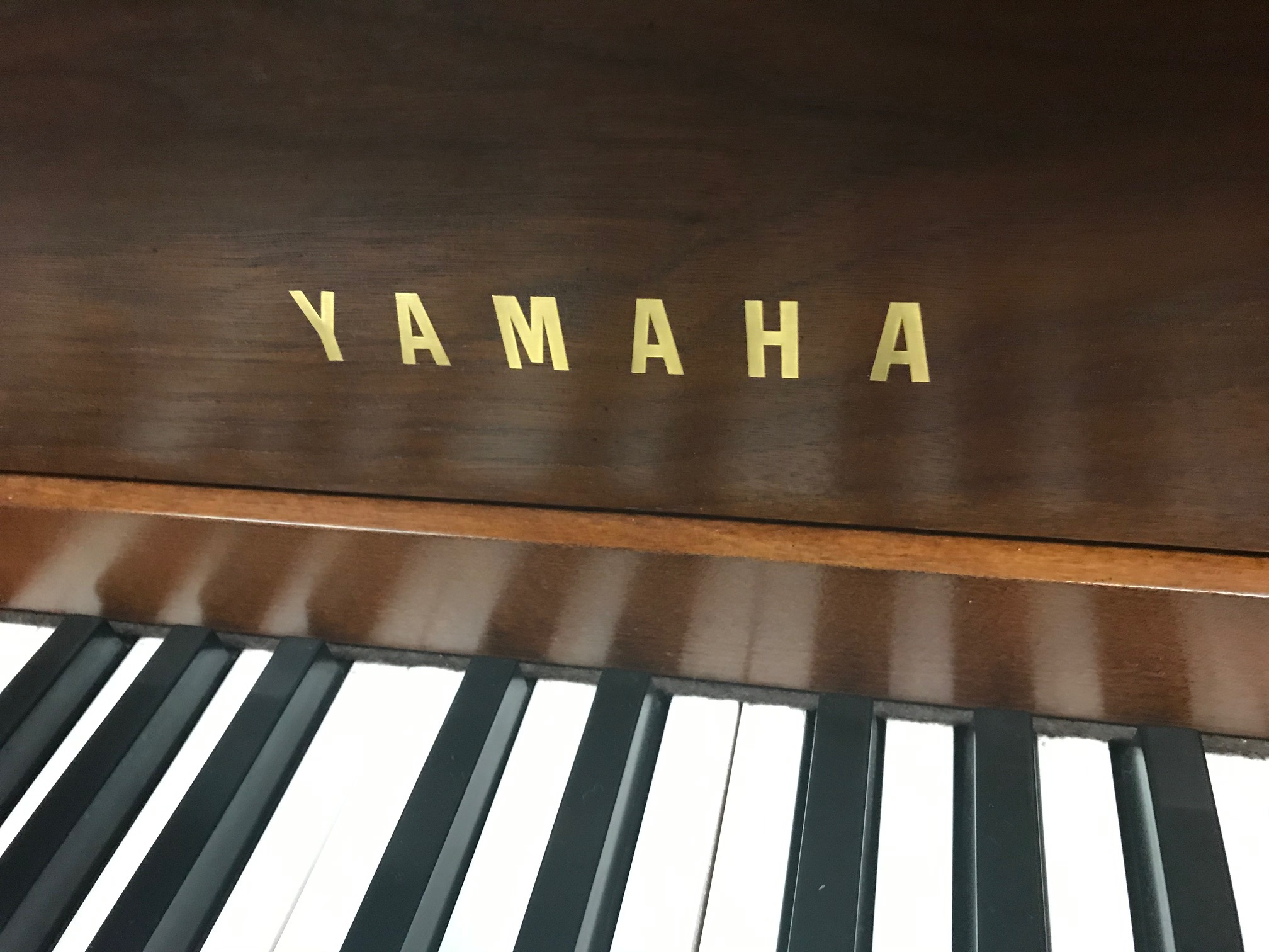 """15401-<br><font color=""""black""""><b>YAMAHA</b></font> 44″ Upright Piano Excellent Condition! Beautiful Dark Walnut<br><font color=""""blue""""><b>Click Picture for """"Live Video""""</b></font>"""