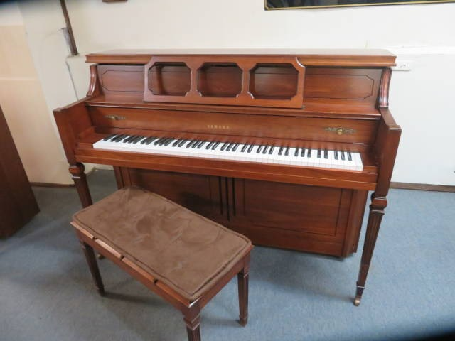 "15783-<br><font color=""black""><b>YAMAHA</b></font> 44″ Upright Piano Excellent Condition! Beautiful Dark Walnut<br><font color=""blue""><b>Click Picture for ""Live Video""</b></font>"