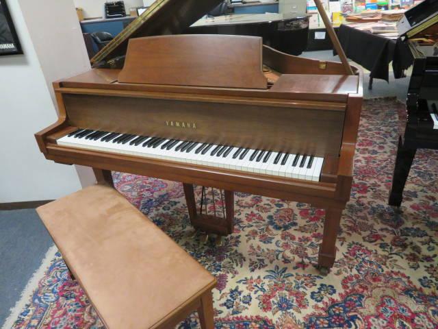 "14114-<br><font color=black><b>YAMAHA</b></font> 5'0″ Grand Piano ""Made in Japan"" Beautiful Satin Walnut"
