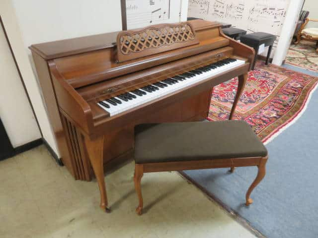 "29538<br><font color=""black""><b>KIMBALL</b></font> 37″ Upright Piano Queen Anne Cherry"