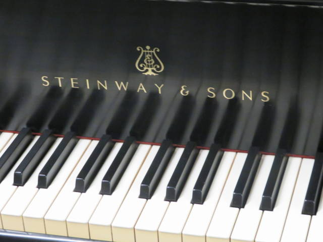 "14109 <br><font color=""black""><b>STEINWAY & SONS</b></font> Model L 5'10 1/2″ Living Room Grand Piano All Original! Classic Satin Ebony <br><font color=""red""><b>SOLD – LOUISVILLE, KY</b></font>"