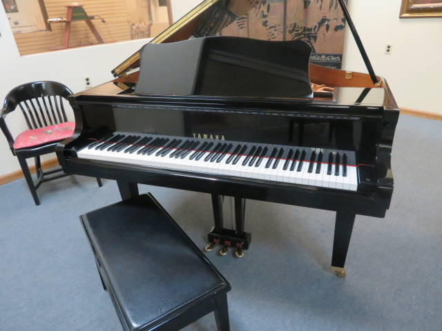 "13995 <br><font color=""black""><b>YAMAHA</b></font> 5'3″ Grand Piano ""Made for the U.S.Market"" Beautiful Polished Ebony ""Mint! <br><font color=""red""><b>SOLD-FORT WRIGHT, KY</b></font>"