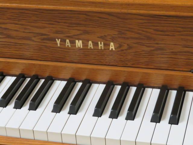 "15931-<br><font color=""black""><b>YAMAHA</b></font> 44″ Upright Piano Satin Oak Mint!<br><font color=""blue""><b>Click Picture for ""Live Video""</b></font>"