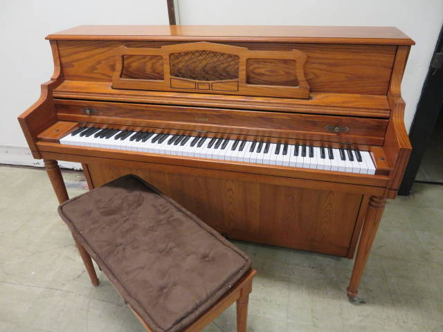 "15924-<br><font color=""black""><b>CONN ""Made by Kimball""</b></font> 42″ Upright Beautiful Oak Wonderful Touch and Tone"