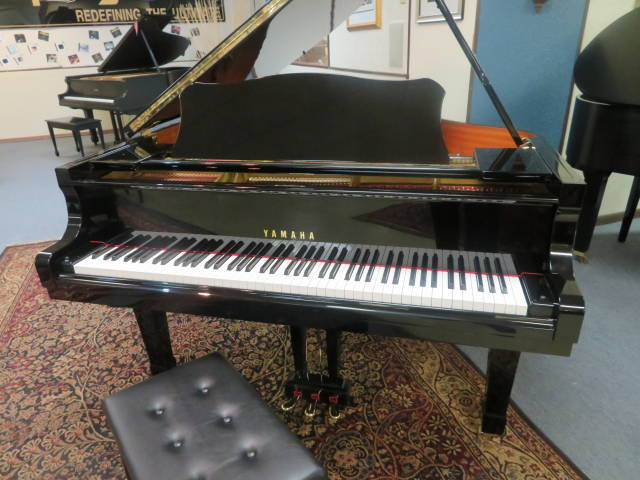 12909-<br><font color=black><b>YAMAHA</b></font> 5'7″ Premium Grade Grand Piano Hand Crafted in Japan Superb Condition !