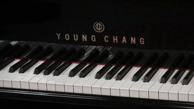 "12799-<br><font color=black><b>YOUNG CHANG</b></font> 5'0″ Grand Polished Ebony ""Excellent ! <br><font color=""blue""><b>Click Picture for ""Live Video</b></font>"