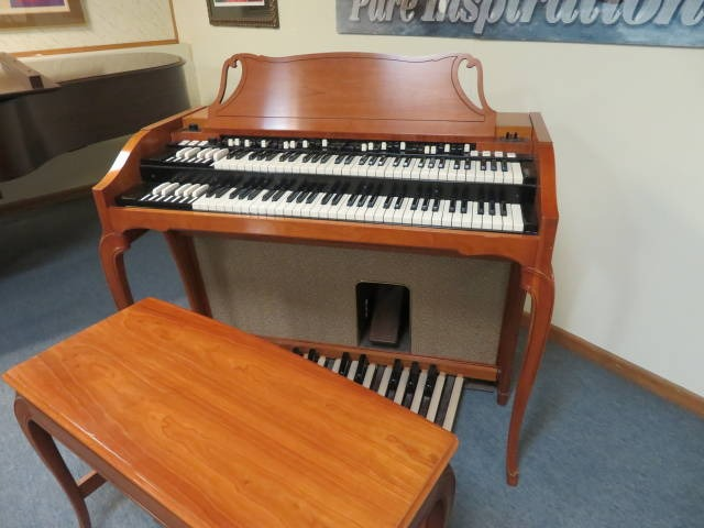 """17797-<br><font color=""""black""""><b>HAMMOND </b></font> Model A-102 Console Organ Just Like a B3 with Self Contained Speakers Excellent !"""