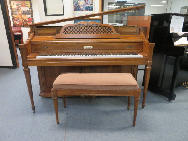"15428-<br><font color=""black""><b>KIMBALL 44"" UPRIGHT </b></font> Gorgeous Designer Pecan Case Excellent !"
