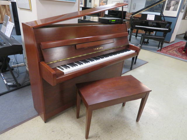 "15656-<br><font color=""black""><b>YAMAHA 44"" DISKLAVIER PLAYER UPRIGHT </b></font> Beautiful Contemporary Satin Ebony"
