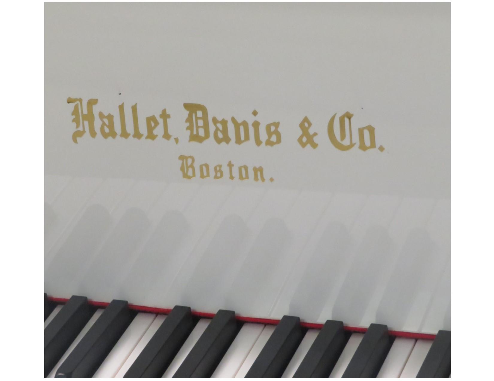 "12469-<br><font color=black><b>NEW HALLET DAVIS</b></font> 5'0″ Premium Grade Grand Polished White<br> •European Design<br> •European Sound <br>•European Tradition <br><font color=""blue""><b>Click Picture for ""Live Video""</b></font>"