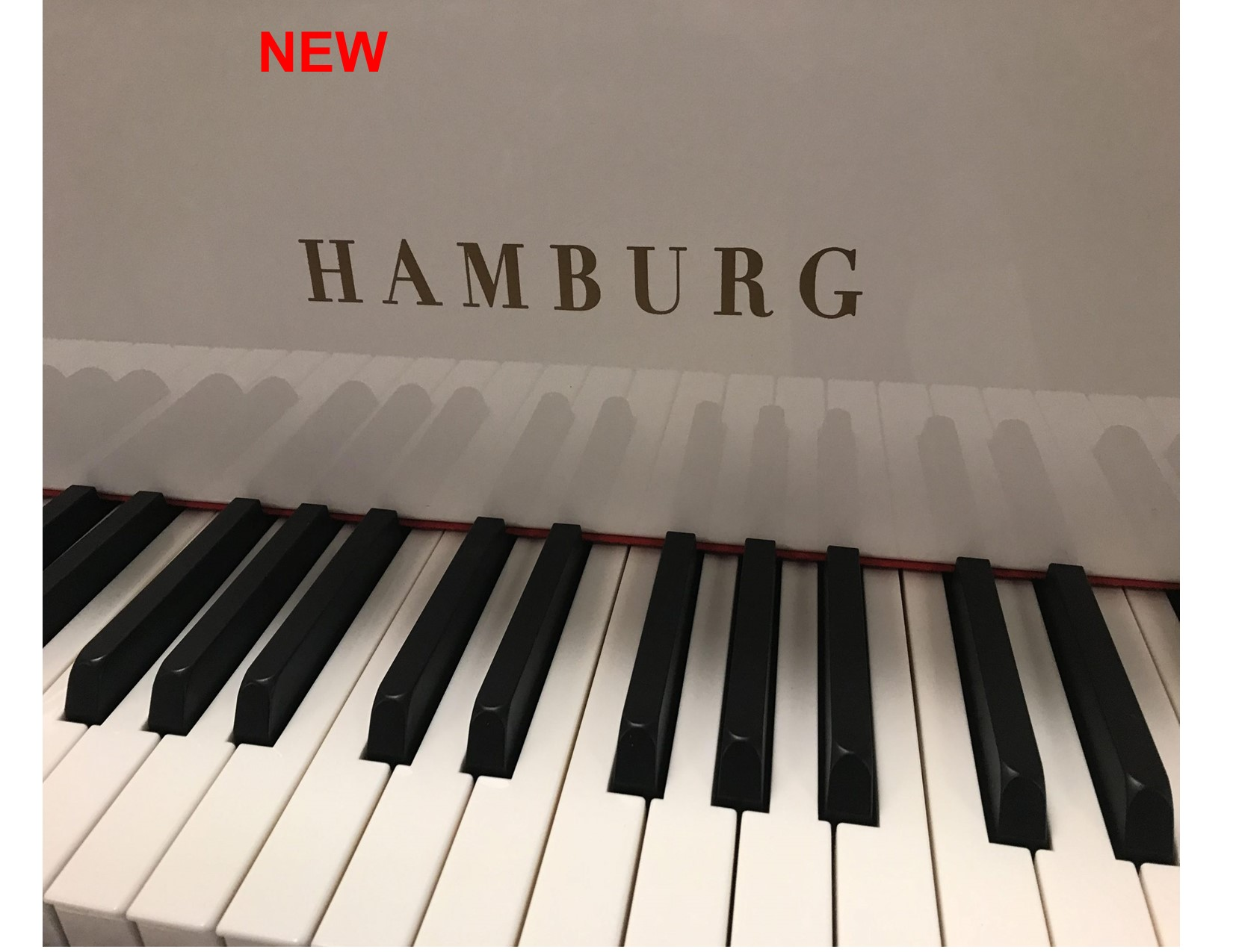 "12278-<br><font color=black><b>NEW HAMBURG</b></font> 5'0″ Premium Grade Grand Polished White<br>•German Wide Tail Design<br> •European Sound <br>•European Quality<br><font color=blue><b>Click Picture for ""Live Video""</b></font>"