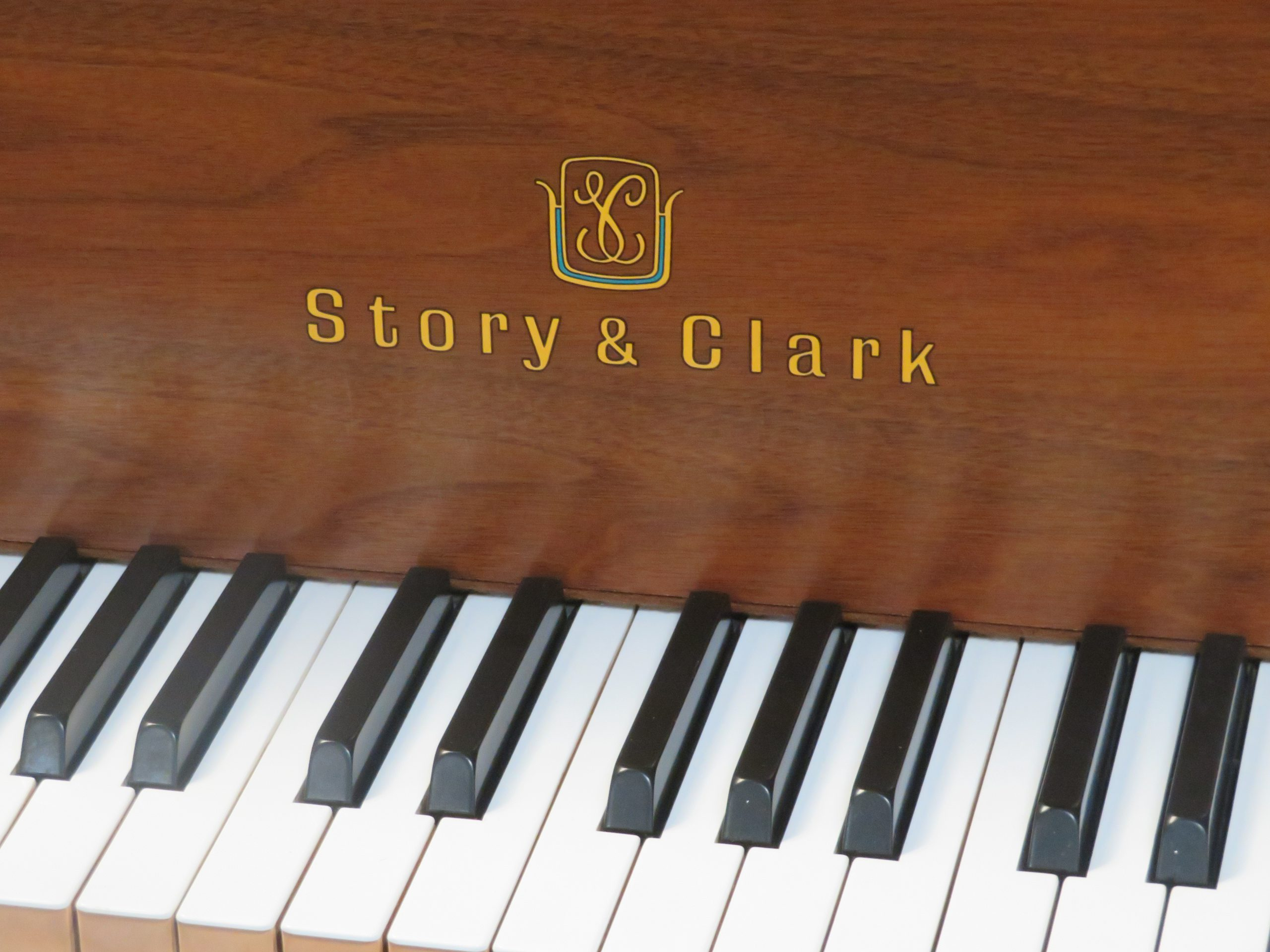 "12444-<br><font color=black><b>STORY & CLARK ""Built By Yamaha""</b></font> 5'3″ Grand Satin Walnut Excellent<br><font color=blue><b>Click Picture for ""Live Video""</b></font>"