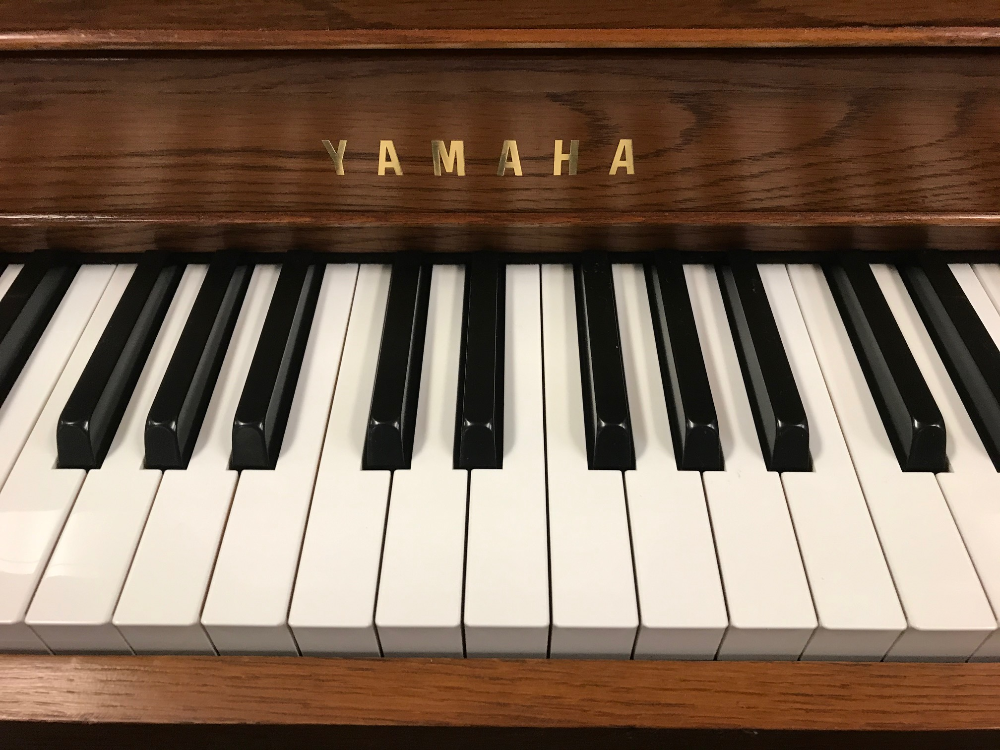 "15370-<br><font color=""black""><b>YAMAHA</b></font> 44″ Upright Piano Excellent Condition! Satin Oak<br><font color=""red""><b>SOLD </b></font>"