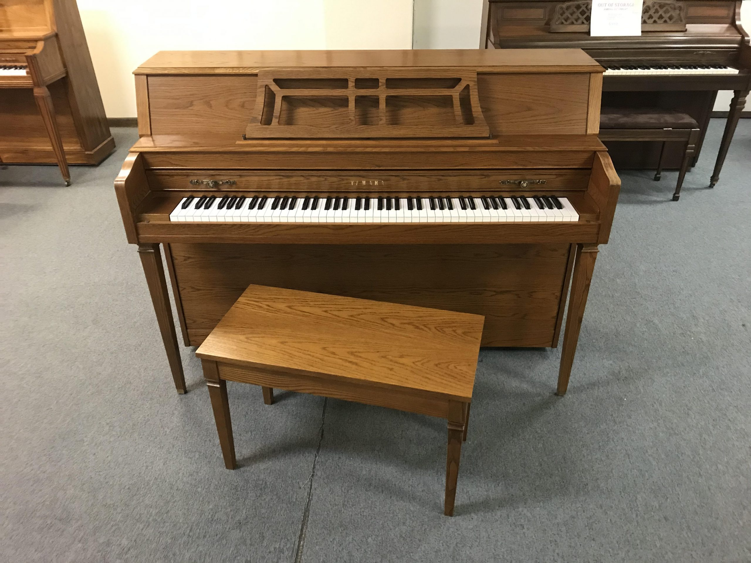 "15374-<br><font color=""black""><b>YAMAHA 44″ UPRIGHT </b></font>Mint Condition ! <br><font color=""blue""><b>Click Picture for ""Live Video""</b></font>"